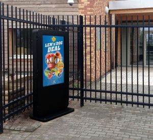 "55"" Freestanding Outdoor Digital Signage Display (1500cd/m2)"